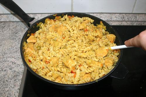 64 - Nudeln mit Sauce vermischen / Mix noodles with sauce