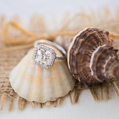 What's better then a summer wedding? A beach wedding😻💗 #voltairediamonds #fiance #fashion #gold #proposal #wedding #weddingday #weddingring #weddingdress #weddingjewelry #ring #rings #romance #rosegold #romantic #sayyes #silverje