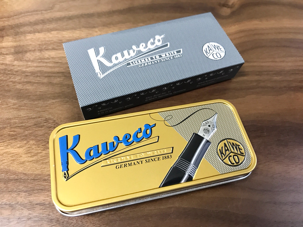 カヴェコ缶ペンケース