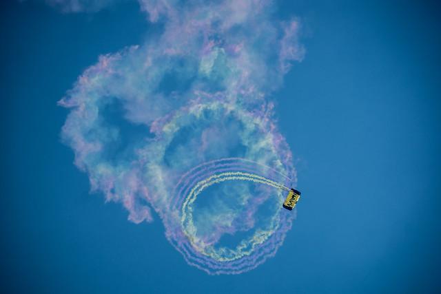 U.S. Navy Leap Frogs Parachute Team
