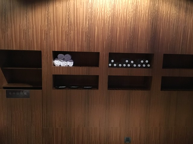健身房有提供毛巾與礦泉水供住客使用@高雄Hotel dùa住飯店