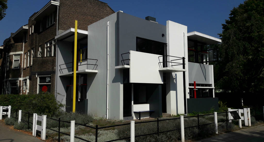 Must-see in Utrecht, The Netherlands: Rietveld-Schröder house | Your Dutch Guide