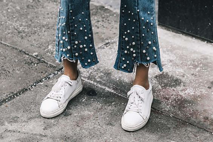 outfits with pearls for autumn denim heels street style fashion trend accessories7