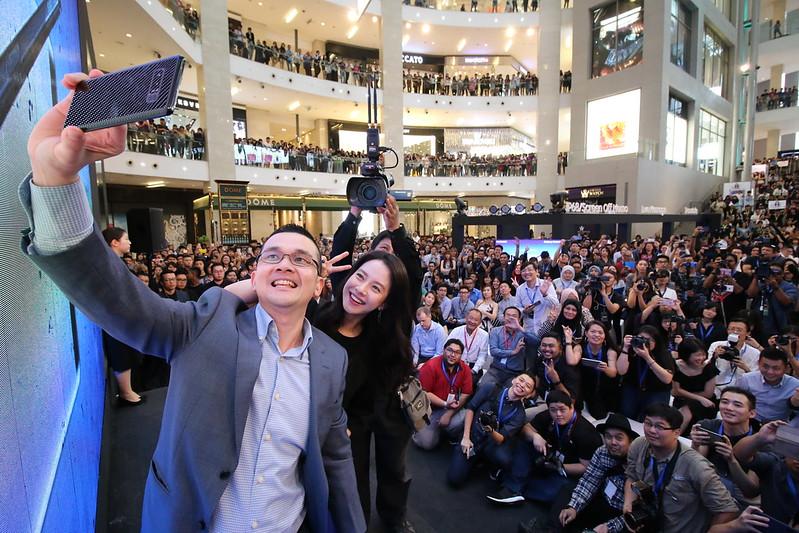 Pelancaran Samsung Galaxy Note8 Penampilan Khas Song Ji-Hyo
