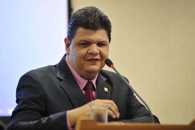 Romário cobra regulamentação do Estatuto da Pessoa com Deficiência