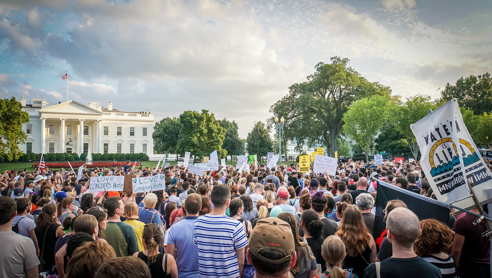 2017.08.13 Charlottesville Candlelight Vigil, Washington, DC USA 8055