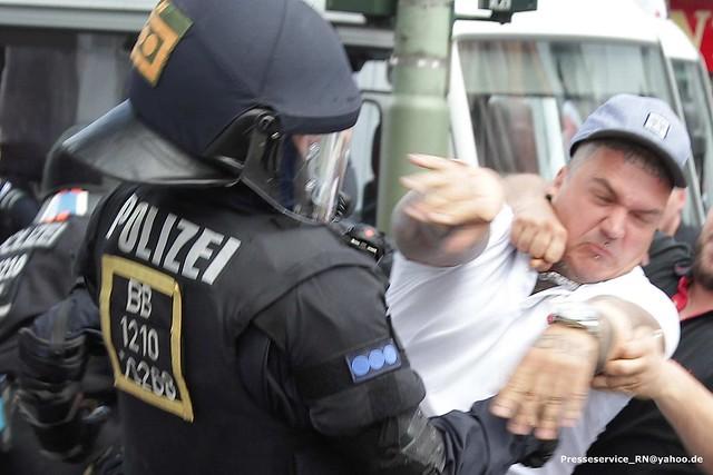 2017.08.19 Berlin-Spandau Neonaziaufmarsch zum Todestag von Rudolf Hess (027)