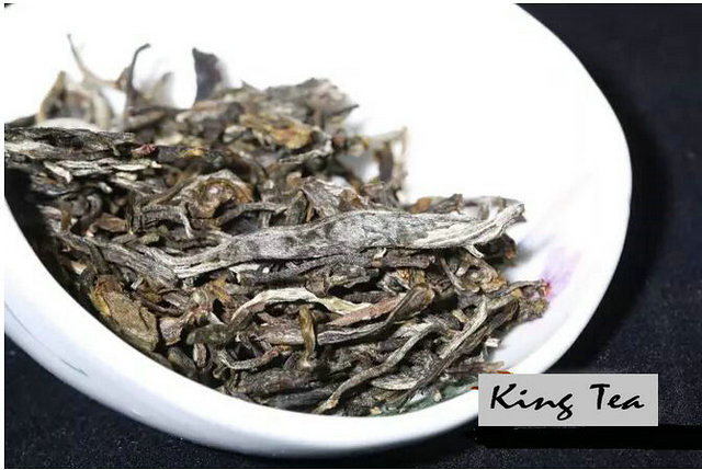 Free Shipping 2017 ChenSheng BanPolaoZhai Beeng Cake 357g YunNan MengHai Organic Pu'er Raw Tea Sheng Cha Weight Loss Slim Beauty (Copy)