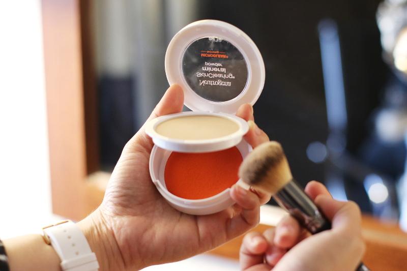neutrogena-skinclearing-powder-foundation-8