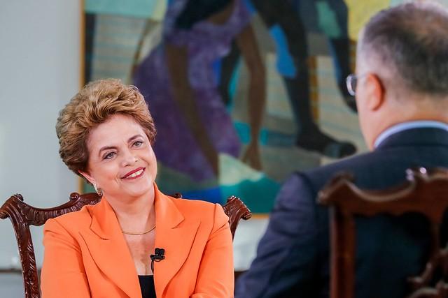 """A mentira virou escândalo; o abuso, catástrofe"""", diz Dilma sobre déficit 2017. Ex-presidenta criticou aumento dos gastos, que subiram com emendas parlamentares e com """"rombo"""" promovido por golpistas"""