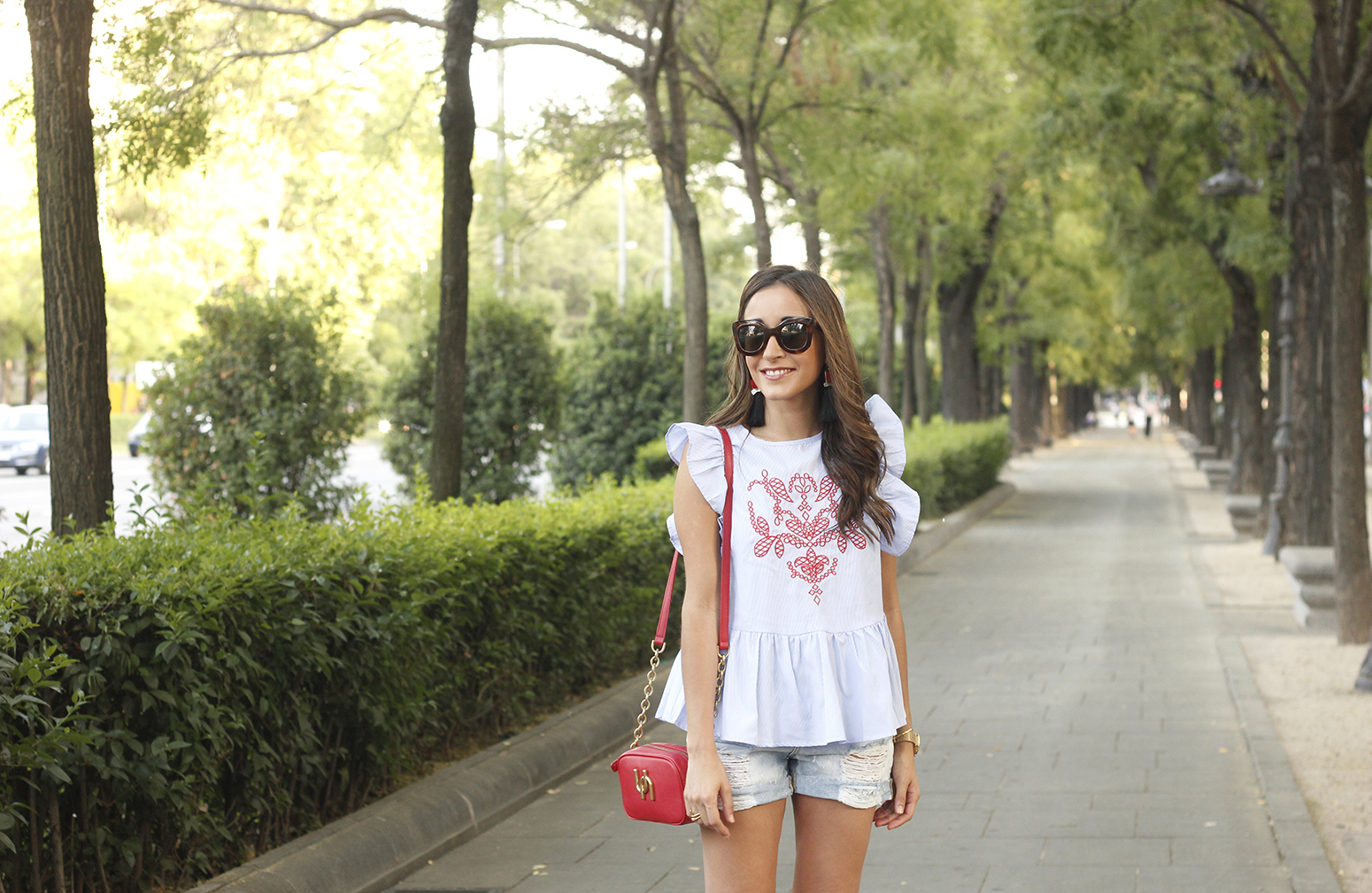 striped top with frills casual outfit summer denim shorts red fashion style05