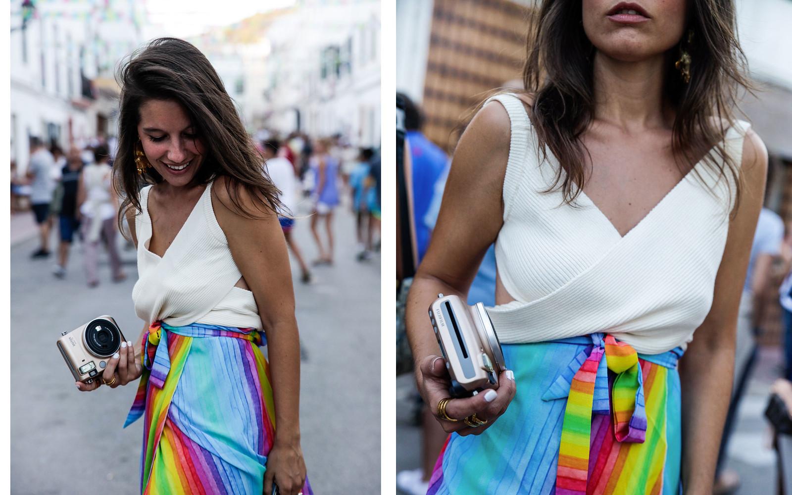 011_falda_arcoiris_top_crudo_look_fiestas_menorca_verano_theguestgirl_fashion_blogger_minorca_summer_laura_santolaria_rayban_sunglasses