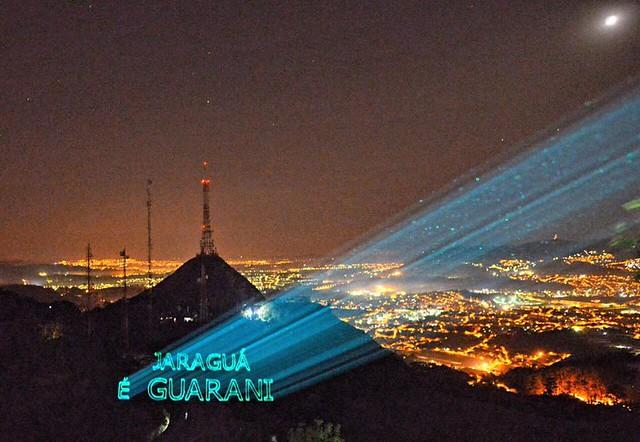 Protesto com laser ressalta que Jaraguá é Guarani - Créditos: Christian Braga