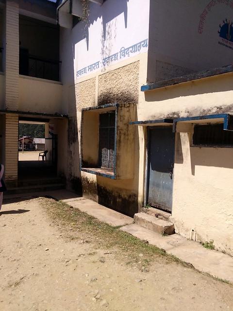 उत्तरकाशी के शौचालय युक्त जनपद की पोल खोलता गेंवला ब्रह्मखाल का विद्यालय