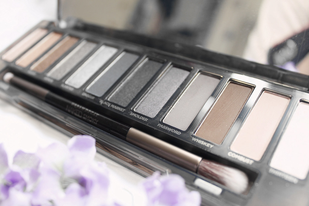 4666-beauty-makeup-skincare-sephora-vibrouge-cosmetics-urbandecay-nakedpalette-nakedsmoky-clothestoyouuu-elizabeeetht-flatlay