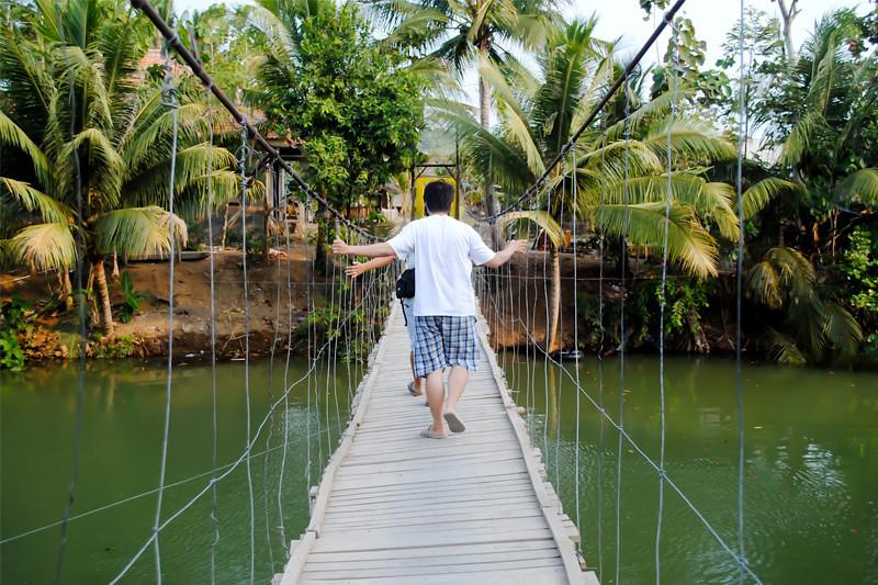 Jembatan menuju tanjung layar