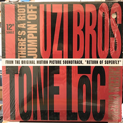 THE UZI BROS:THERE'S A RIOT JUMPIN' OFF(JACKET A)