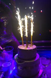 21 - Feuerwerk auf Geburtstagstorte / Fireworks on birthday cake