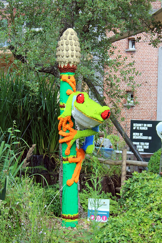 LEGO tree frog