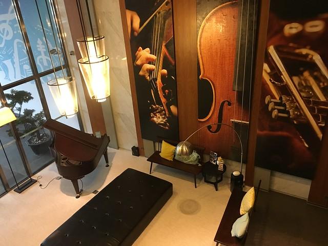 從二樓看一樓大廳@捷絲旅高雄中正館HAPE主題家庭遊戲房