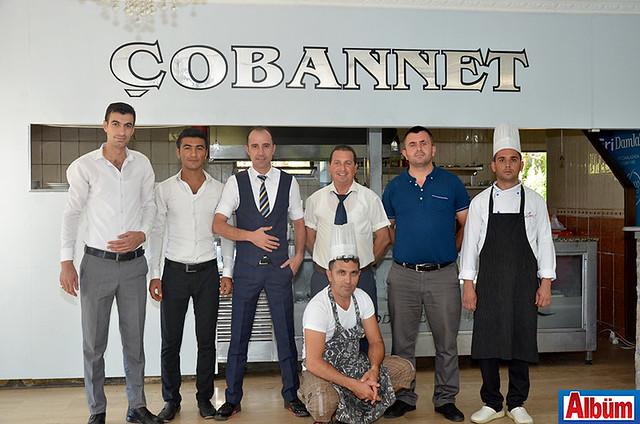 Çobannet Restoran ekibi Albüm için poz verdi.