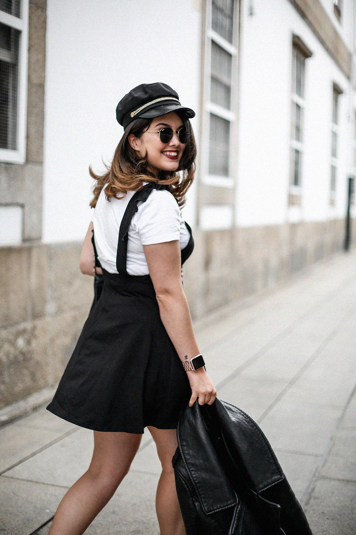 vestido-negro-casual-botines-militares-como-combinarlo7