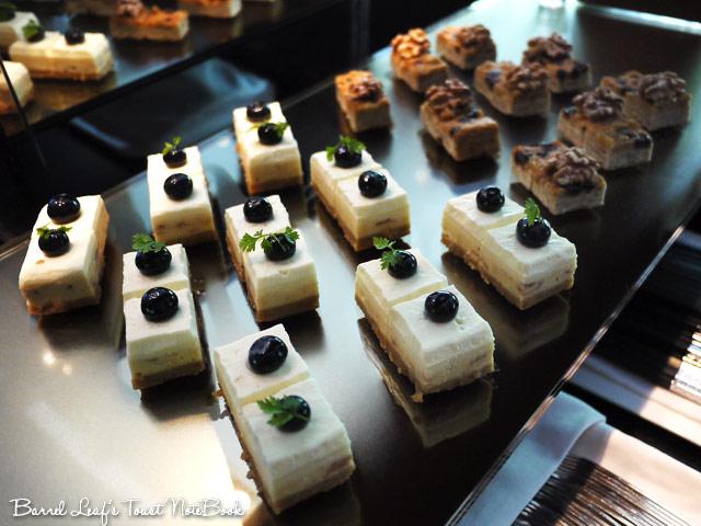 ambassador-hotel-aqua-lounge-buffet (32)