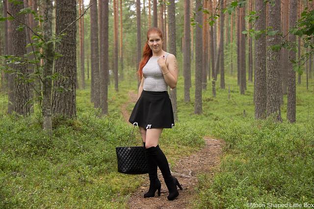 OOTD Outfit Monki Gloomy Moon Dame Rose Boots From Italy Love Moschino Bag tikkilaukku suuri laukku muoti tyyli blogi lifestyle bloggaaja pohjois- karjala monki top Saappaat Italiasta korkokengät