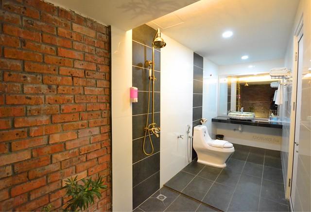 lavigo resort toilet and shower