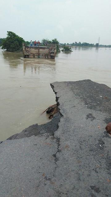 अररिया : टूटी हुई सड़क