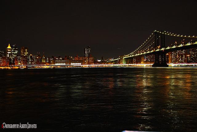 LUCES EN LA CIUDAD. LIGHTS IN THE CITY. NEW YORK CITY.