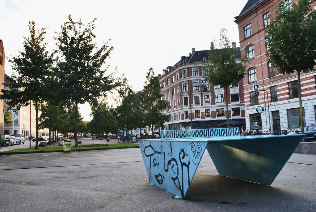 En plus de boire des coups, vous pourrez même jouer au ping-pong au quartier de Vesterbro à Copenhague.