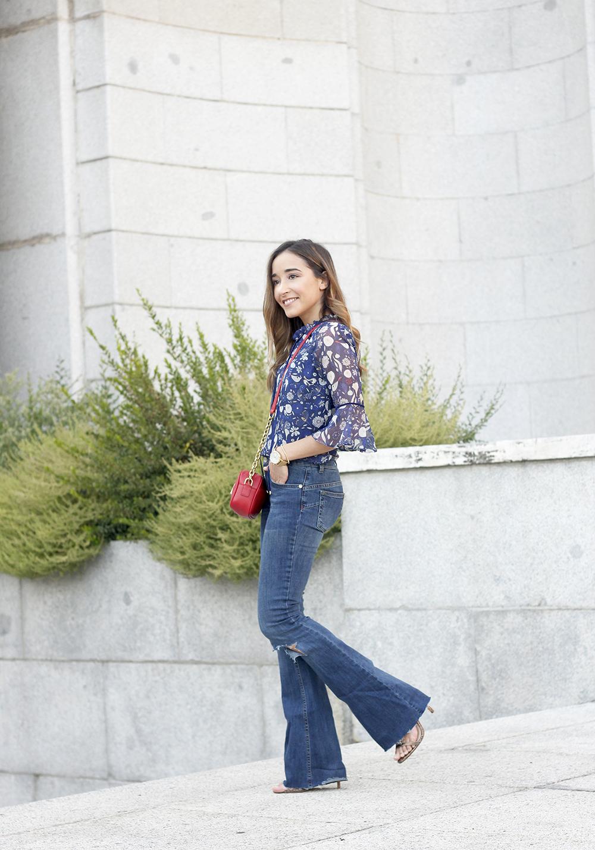 flared jeans liu jo blue blouse uterqüe boho outfit fashion style16