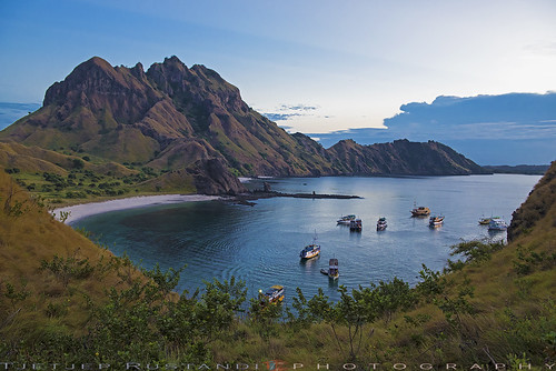 indonesia komodonationalpark padarisland d750 nikkor teeje nikon2470mmf28 lbwarmingcpl beach island pier morning