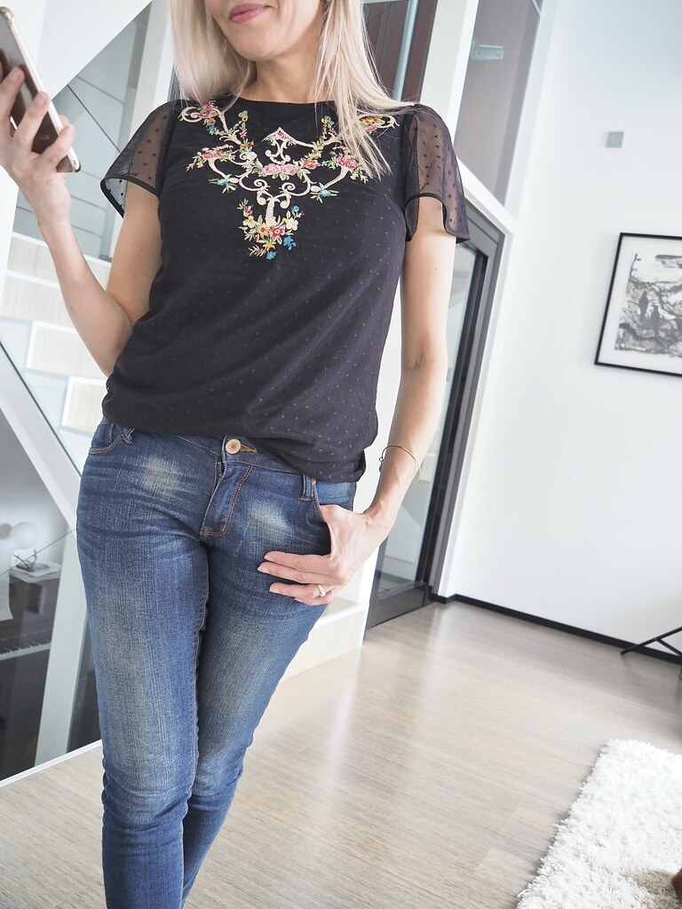 Oasis Finland, Embroidered Flute Sleeve Top