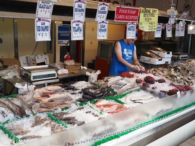 土, 2017-06-24 17:23 - Maine Avenue Fish Market
