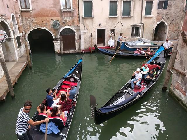 Gondola tours - Venice Italy