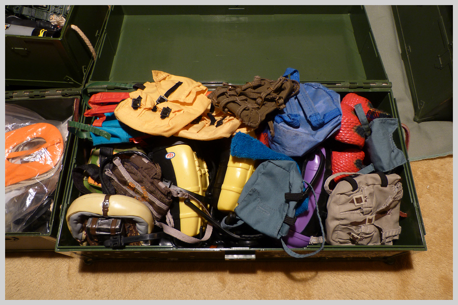 Locker Boxes Full of Mixed Items 36492774141_5e5537d41a_o