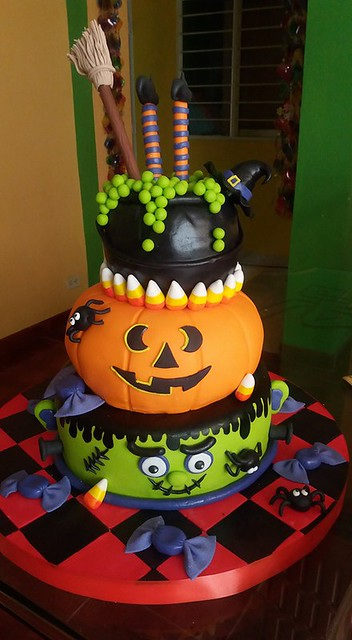 Halloween Theme Cake by Dulce Arte Mafe