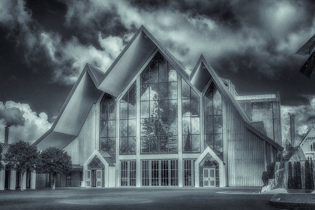 Holy Trinity Cathedral, Panasonic DMC-G85, LUMIX G 25/F1.7