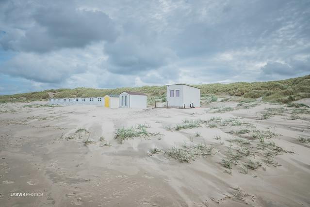 Strandhuisje op strand Texel