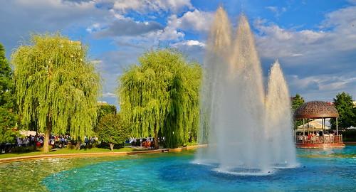 world travel reise viajes europa europe romania iași iasi park parque city ciudades cityscape cityview städte stadtlandschaft fountain tree trees wasser water outdoor