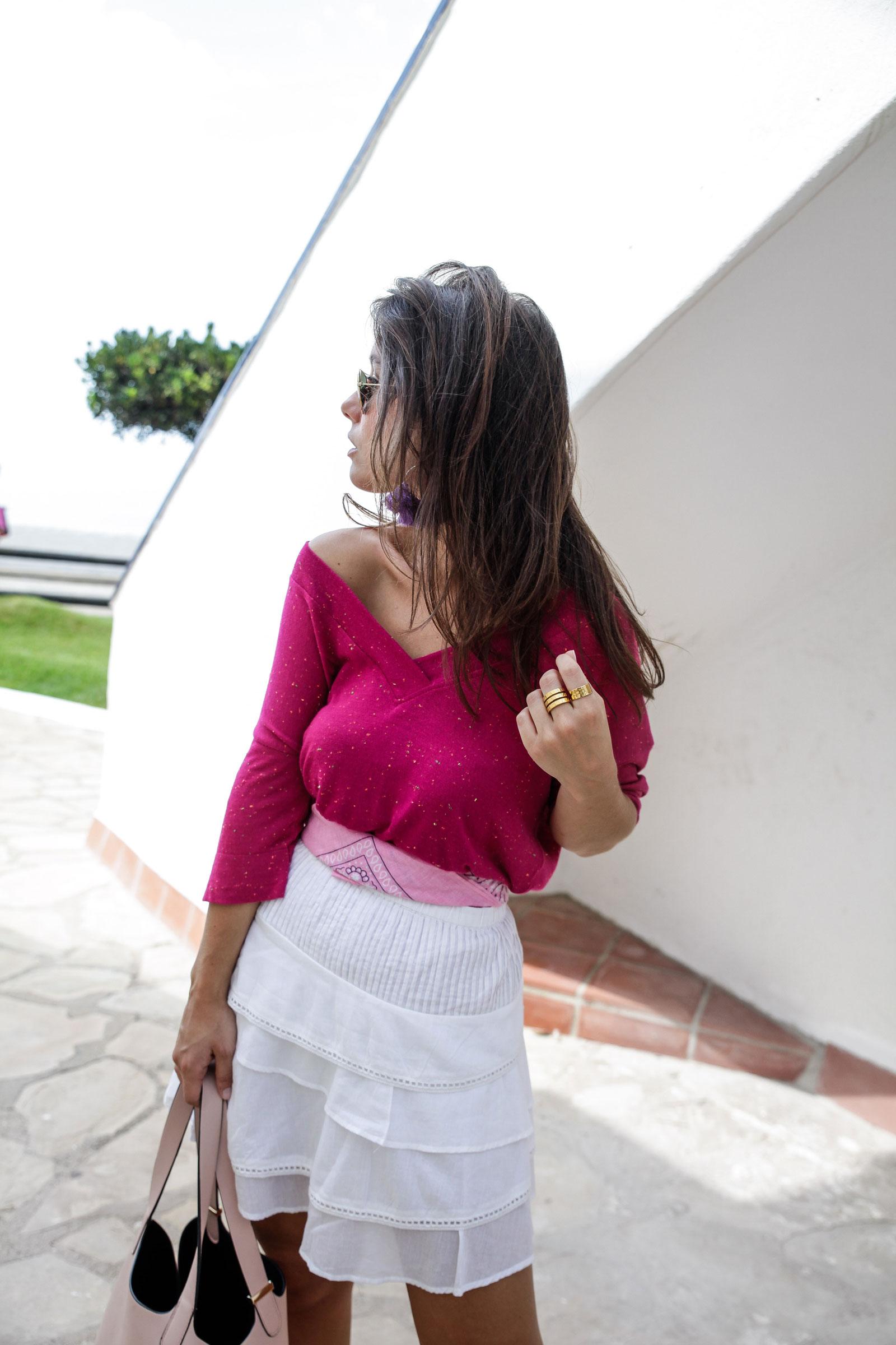013_Camiseta_rosa_rüga_falda_blanca_look_verano_theguestgirl_laura_influencer_barcelona_españa_spain_ootd_inspo