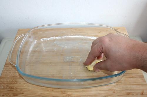 25 - Auflaufform ausfetten / Grease casserole