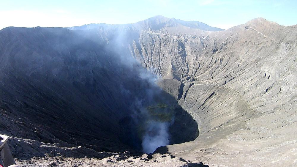 bromo volcano crater smoke
