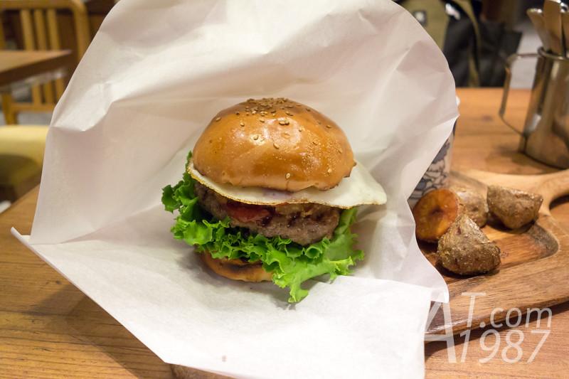 VILLAGE VANGUARD DINER x gudetama - gudetama BBQ Burger