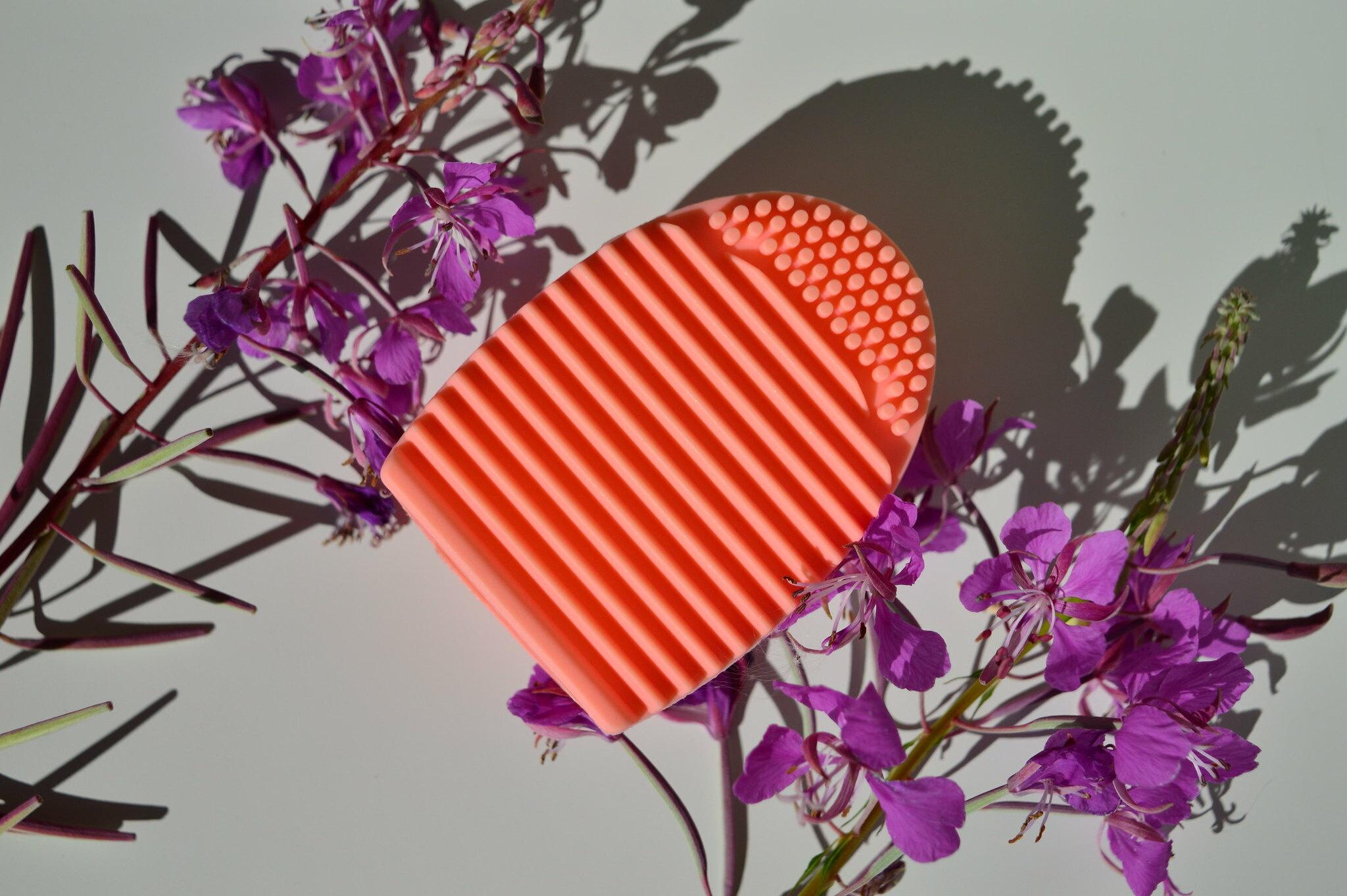Oriflame meikkisiveltimien puhdistaja