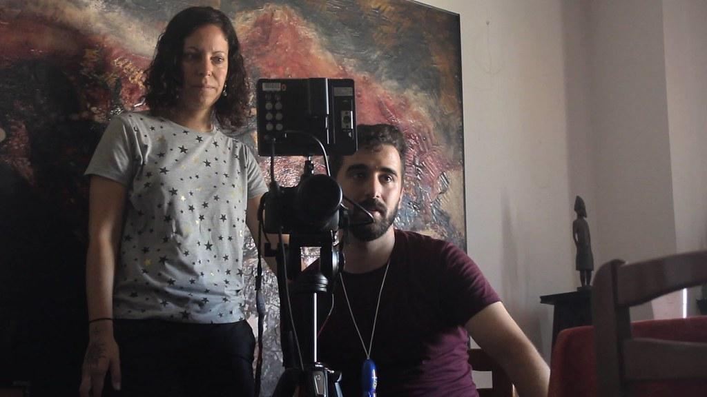 La guionista, Ana Pemán, junto con Eduardo García, operador de cámara
