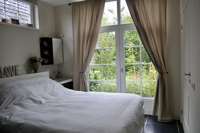 Slaapkamer met tuindeuren