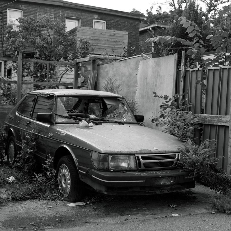 Forlorn Saab 900